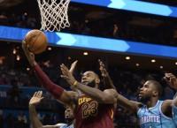NBA Recaps: James helps Cavs defeat Hornets