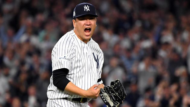 Tanaka opts to stay with Yankees