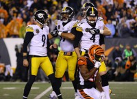 Steelers win on last-second FG after Shazier injury