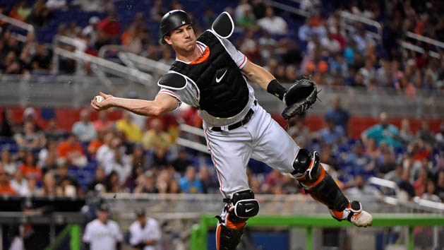 Reports: C Realmuto requests trade from Marlins