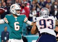 Cutler, Dolphins snap Patriots' 8-game win streak