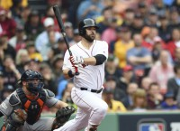 MLB Notebook: Red Sox re-sign 1B Moreland