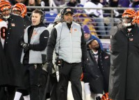 NFL Notes: Lewis to remain as Bengals' coach