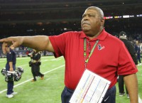 Texans put Crennel back in charge of defense