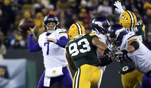 Dec 23, 2017; Green Bay, WI, USA;  Minnesota Vikings quarterback Case Keenum (7) gets a pass away from Green Bay Packers linebacker Reggie Gilbert (93) in the first quarter at Lambeau Field. Photo Credit: Benny Sieu-USA TODAY Sports