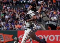 Astros try to solve road woes in San Fran vs. Giants