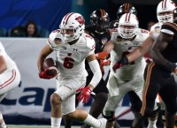 Wisconsin suspends WR Davis for two games