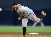 Giants hope to complete sweep of Dodgers