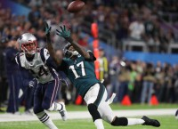 Report: Eagles WR Jeffery facing lengthy absence