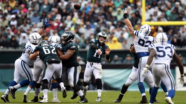 Wentz returns to lead Eagles past Colts