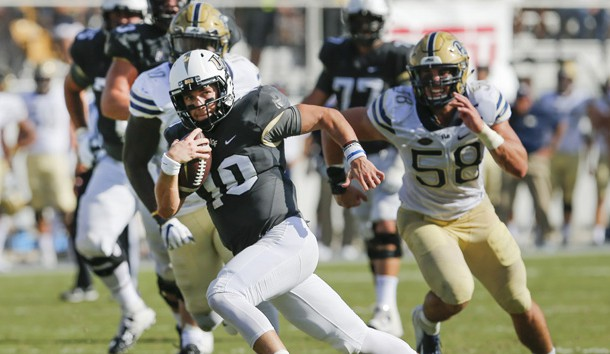 Sep 29, 2018; Orlando, FL, USA; UCF Knights quarterback McKenzie Milton (10) runs for a touchdown as Pittsburgh Panthers linebacker Quintin Wirginis (58) gives chase during the second quarter at Spectrum Stadium. Photo Credit: Reinhold Matay-USA TODAY Sports