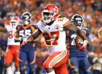 Hunt's late touchdown lifts Chiefs past Broncos