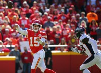 Notes: Mahomes tops 300 yards in seven straight