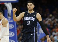 Magic trade Vucevic, Fournier, Gordon