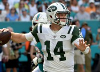 Darnold aggravates shoulder, not practicing