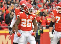 Chiefs clinch No. 1 seed with victory over Raiders