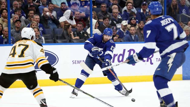 Lightning hand Bruins third straight loss, 3-2