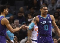 Hornets use big fourth quarter to down Knicks 101-92