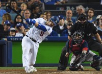 Brewers agree to one-year deal with C Grandal
