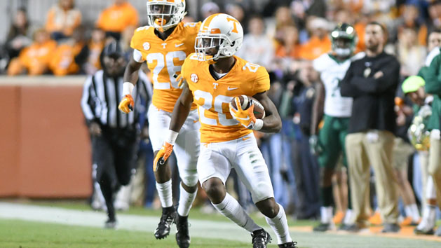 Tennessee reinstates suspended CB Thompson