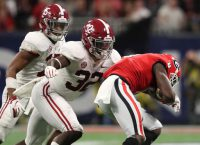 Alabama LB Moses out for year with torn ACL