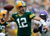 Wilson, Rodgers meet as Seahawks visit Packers