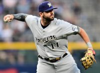 Reds agree to ink Moustakas to 4-year, $64M deal