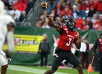 No. 4 Notre Dame aims to keep Louisville's O in check