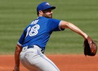 Reports: Jays re-sign P Ray to one-year, $8M deal