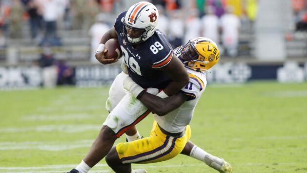 Auburn moves versatile Pegues to defensive line