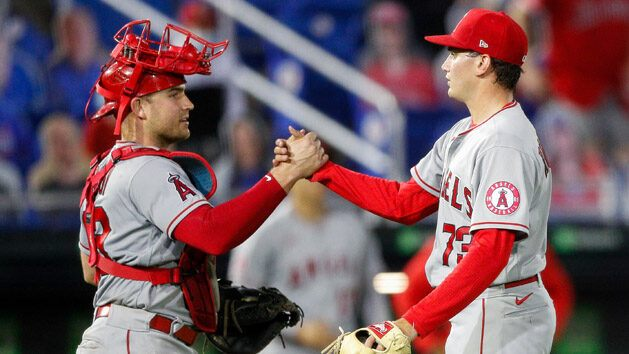 Angels place Stassi, Lagares on IL as injuries mount