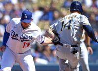 Dodgers' Muncy leaves game with wrist injury