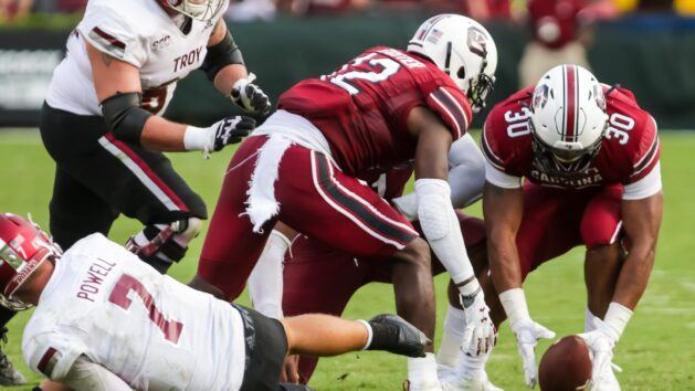 South Carolina's defense aims to stop Tennessee
